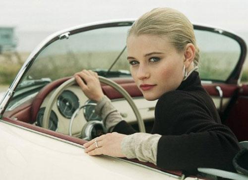 Машина с туфелькой или женщина за рулем
