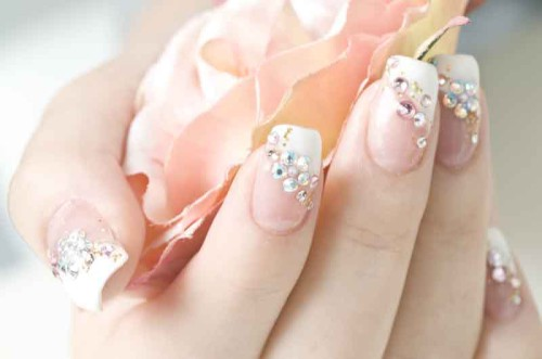 Что означают белые пятна на ногтях и надо ли с ними бороться