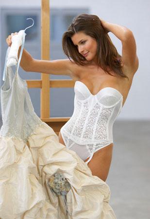 Что надеть под свадебное платье?