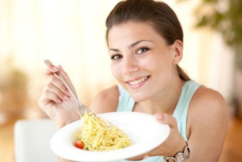 Избегаем переедания с помощью медленной и спокойной трапезы