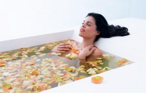 Ванна для души и тела: что можно добавит в воду?