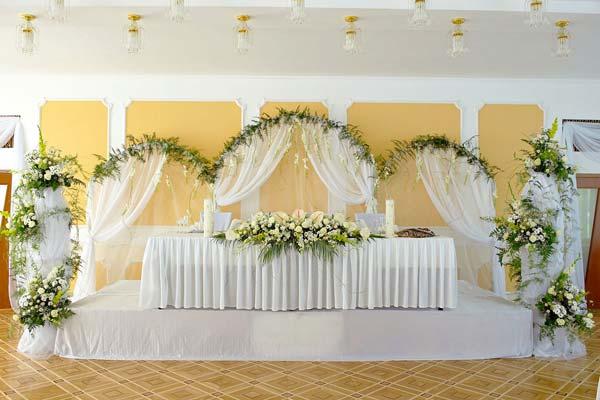ukrashenie-svadebnogo-stola2