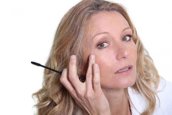 6 советов макияжа, чтобы выглядеть молодо