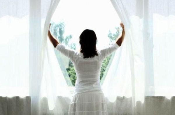 Полезные советы по чистке штор