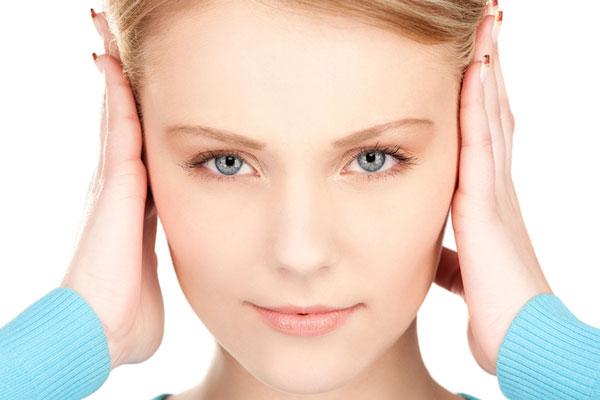 Причины снижения слуха в молодости