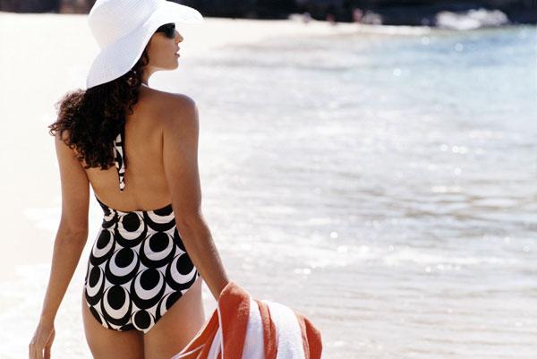Как скрыть недостатки фигуры на пляже