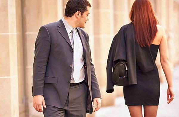 На что мужчины обращают внимание в женщинах?