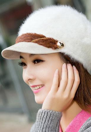 На что обратить внимание, выбирая женскую зимнюю кепку?