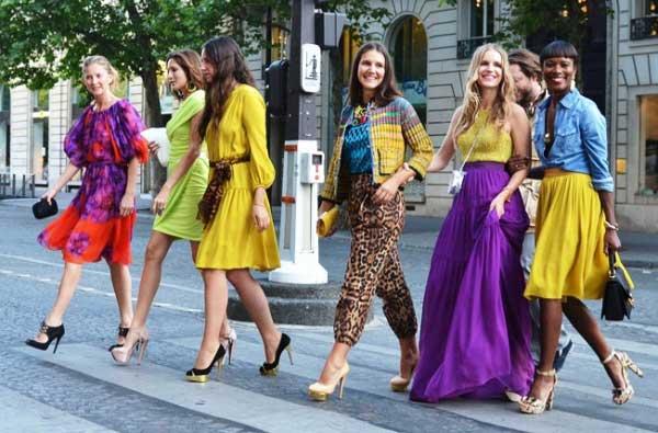 Яркие цветовые сочетания в одежде