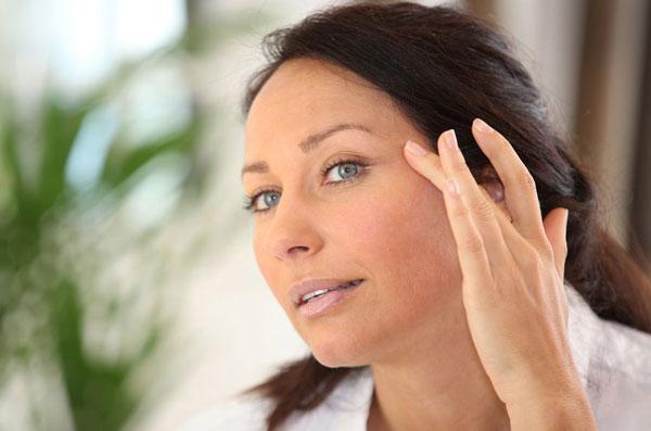 Антивозрастной уход за кожей вокруг глаз