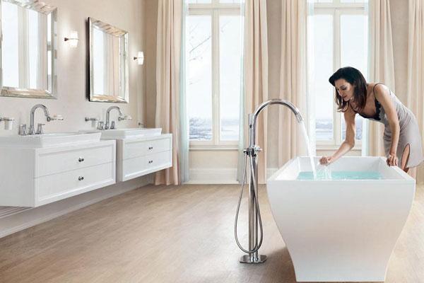 Принимаем ванну. Какие средства помогут сделать процедуру полезной и приятной?