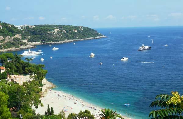 7 красивых мест в Европе для любителей пляжей с видами гор