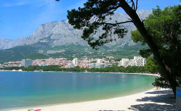 7 красивых мест в Европе для любителей пляжей с видами гор (фото)