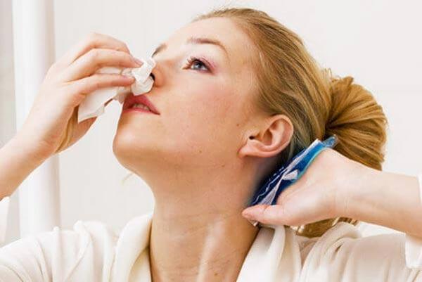 Кровь из носа: причины и первая помощь