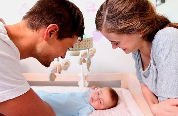 Первые дни жизни малыша: что нужно знать родителям