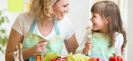 Учим детей питаться правильно
