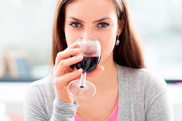 Алкоголь не решает проблемы, а добавляет