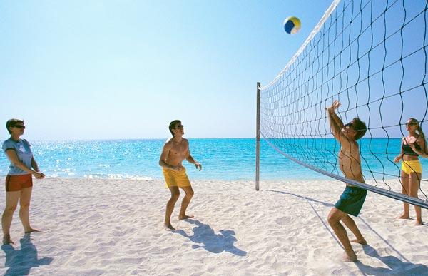 Чем пляжный волейбол отличается от обычного?