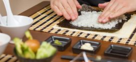 Как заворачивать роллы и суши