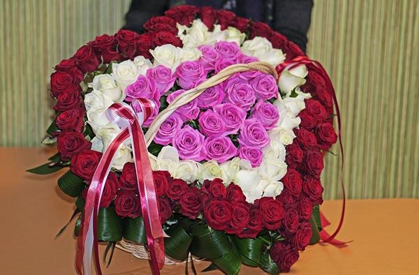 Цветы ко Дню влюбленных: советы и видео от флористов