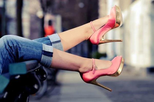 Как выбрать и носить туфли на шпильке