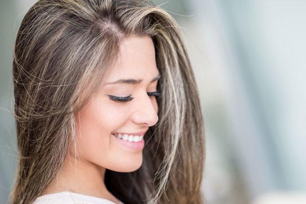 Почему не стоит красить седые волосы