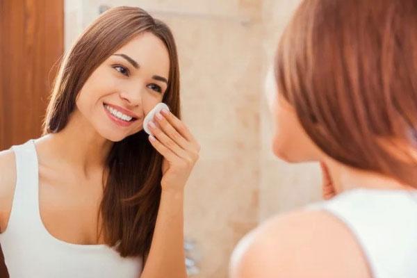 Как правильно снять макияж