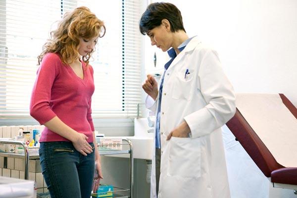 Когда девушкам и женщинам следует ходить к гинекологу