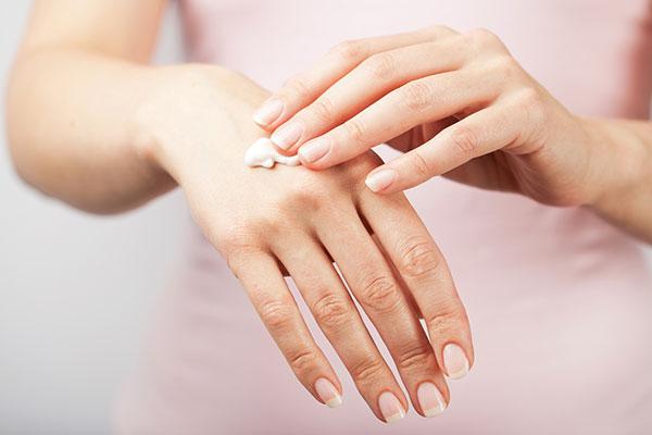 Как ухаживать за кожей рук в разном возрасте?