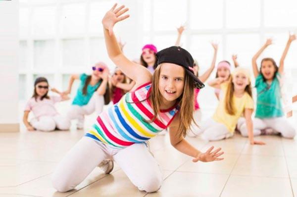 Как влияют танцы на ребенка и как его ими заинтересовать