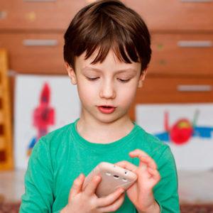 Стоит ли покупать ребенку телефон?