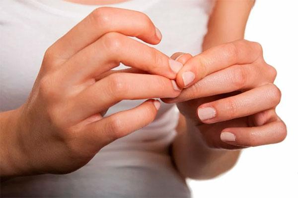 Слабые ногти: причины и лечение