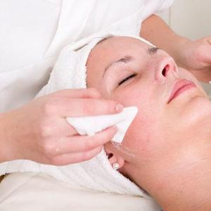 Чистка лица - проведение процедуры дома и в салоне