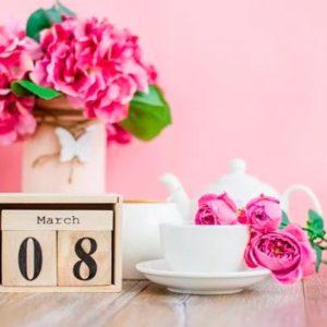 Что подарить на 8 марта маме и бабушке, сестре, девушке и подруге?
