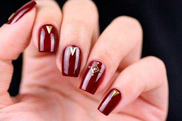 Как стать знойной красоткой с ногтями цвета бордо