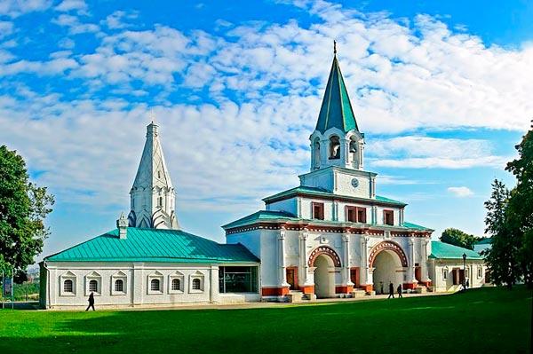 Москва: усадьбы и памятники