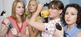 Женщина и рабочие инструменты
