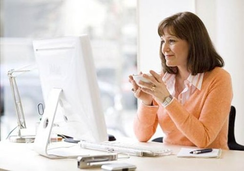 Картинки по запросу фото женщина перед компьютером