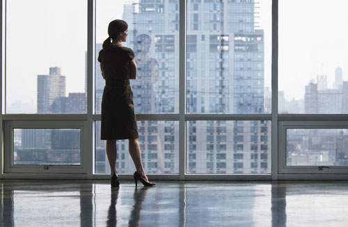 Как правильно подобрать женский деловой костюм