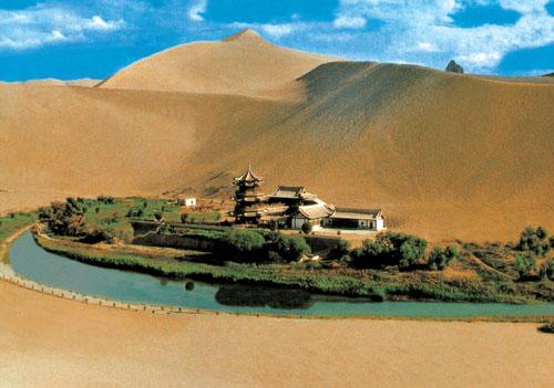 Озеро Полумесяца в Китае