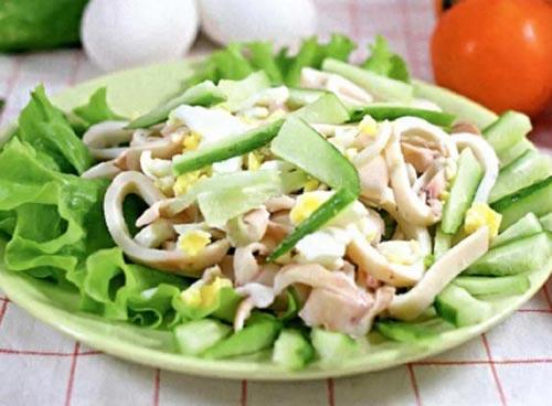 Салат из кальмаров — доступный и очень вкусный!