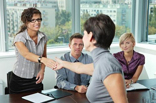 Как преодолеть статусные барьеры на собеседовании