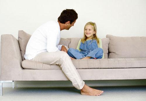 Многие разведенные женщины беспокоятся о том, как ребенок воспримет ее нового партнера. Ведь не одна пара распалась из-за того, что у мужчины не сложились отношения с сыном или дочерью своей избранницы. Как помочь своему ребенку и своему мужчине подружиться?