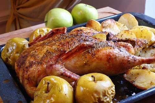Утка рождественская с яблоками