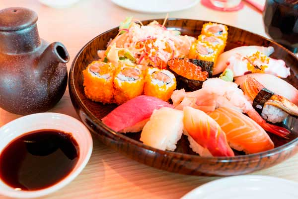kak-gotovyat-sushi1
