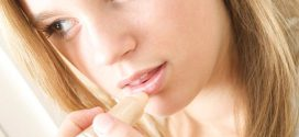 Необходим постоянный уход за губами