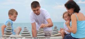 Играем с детьми во время отдыха на море