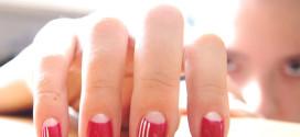 Маникюр с красным цветом