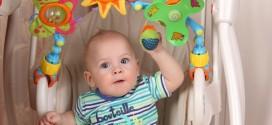 Как выбрать подвесные игрушки младенцу?