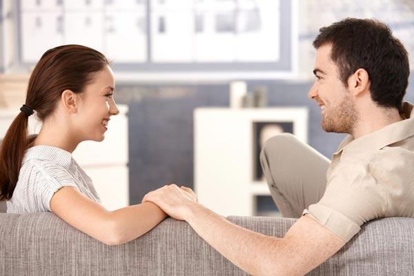 Мужчина, который предлагает жить вместе, спустя какое-то время может сделать вам предложение.